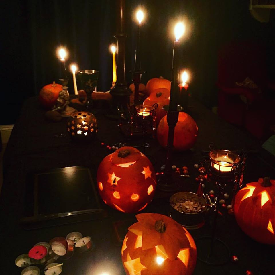 samhain blue room